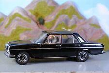 AUTOart 1:18 Mercedes Benz 220 D schwarz