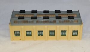 HORNBY DUBLO ENGINE SHED UNBOXED CAT NO 5005