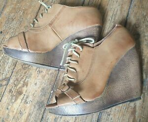 "Atmosphere s.5 tan faux leather 5"" wedge heel, 1"" platform sole shoe, peeptoe."