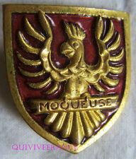 IN7262 - INSIGNE La MOQUEUSE, Aviso Dragueur, rouge, oiseau en relief