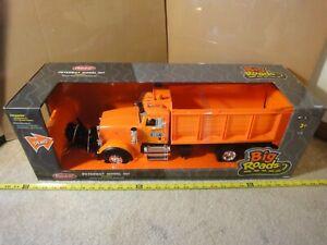 Tomy Big Roads, Farm, 1/16 model Peterbilt 367 DOT Snowplow, Plow Truck. New!