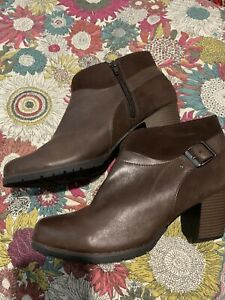 Clarks Ankle Boots Size 8 E