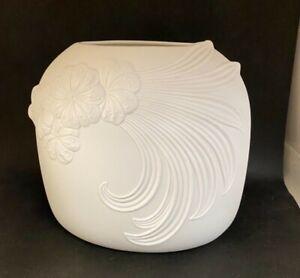 AK Kaiser Vase Bisquit Porzellan Blumendekor