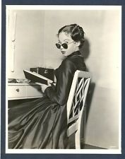COOL LESLIE CARON CANDID SHOT BY VIRGIL APGER - DOUBLEWEIGHT - NEAR MINT COND.