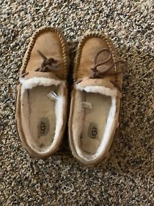UGG Women's Birche 1007721 Shearling Slip on Slippers Size 8 M Natural