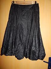 Magnifique jupe à godets évasée satinée noire à lignes   ME   T40 TBE