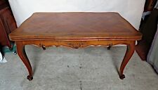 Table à rallonge en merisier de style Louis XV