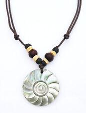 Modeschmuck-Halsketten aus Holz mit Perlmutt-Hauptstein
