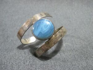 Vintage modernist marbled blue glass sterling silver cuff bracelet / armband