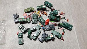 Lot de jouets armées militaire véhicule plastique cavalier tank chevaux guerre