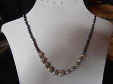 Perlehalskette mit 4 mm Anthrazit Perlen und 8 mm Weiße Mitte  8 mm 42 cm