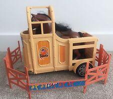 Mattel Barbie Muñeca Horse & Remolque Con Sonidos + Paquete de vallas-Conjunto de juego estable