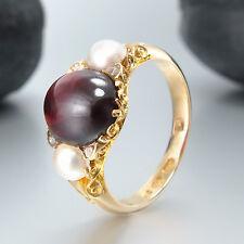 Ring 750/18K Gelbgold - 1 Granat-Cabochon + 2 Perlen + 4 Diamanten - 5,1 g