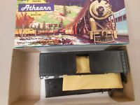 HO ATHEARN 1200 UNDECORATED 40' BOX CAR KIT