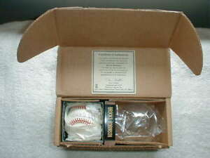 BROOKS ROBINSON SIGNED BASEBALL & Certificate of Authenticity
