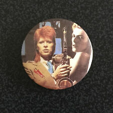 DAVID BOWIE SAXOPHONE VINTAGE METAL BUTTON BADGE FROM THE 1980's OLD RETRO
