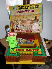 lucky luke figurine fort canyon  (comansi - plastoy ) Morris en bois  in wood