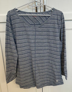 T by Talbots Sz L Blue Stripe Knit 3/4 Sleeve Activewear Rounded V-Neck Top EUC