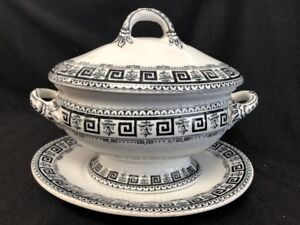 ANTIQUE BLACK TRANSFERWARE GRAVY SAUCE BOAT WITH LID AND UNDERPLATE