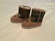 Magellan Outdoors Infant Boots Size 3 Baby Boy Booties Camo Faux Fur Lining