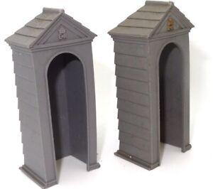 BRITAINS TWO GUARD BOXES - PLASTIC - 1960'S