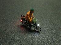 F61 - H0 Fahrrad mit LED Beleuchtung mit Figur Alte Frau 1:87