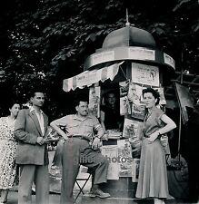 """PARIS c. 1950 - Kiosque Stand Revue """"Combattant d'Indochine"""" - Div 2273"""