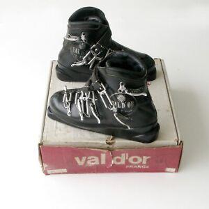 Chaussures de ski  ancienne en cuir a crochets  - VAL D'OR - B. PENET - Taille 7