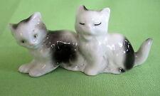 Porzellan-Figuren mit Katzen-Motiv