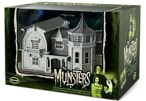 THE MUNSTERS HOUSE PREBUILT BY MOEBIUS MODELS , MINT FACTORY SEAL SHIPPER BAG