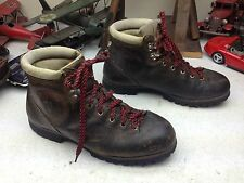 DISTRESSED VINTAGE VASQUE BROWN LEATHER HIKING MOUNTAIN BOOTS 8D