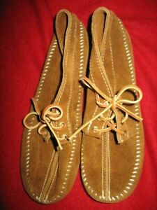 AMERICAN INDIAN WOMEN'S SUEDE HANDCRAFTED MOCCASINS, SIZE:9, COLOR: BROWN, NEW,