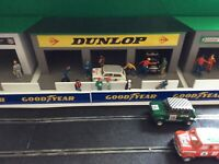 1:32 Scale Dunlop - Castrol 3x Car Pit Garage Building - Scalextric Carrera SCX.
