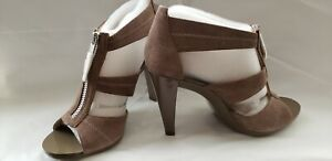 Michael Kors Women's Berkley T strap Sandal heels Suede Birch with Zipper size 7