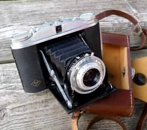 Fotoapparat mit Ledertasche - Agfa Isolette II, Klappkamera