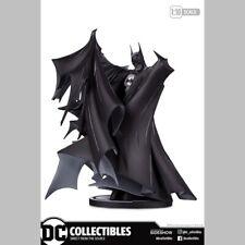 DC Direct Batman Blanc et Noir Echelle 1:10 Statuette (905265)