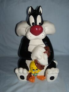 Warner Brothers exclusive - Sylvester and Tweety Bird Ceramic Cookie Jar - 1997