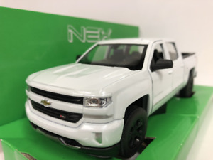 Chevrolet Silverado White 1:24-27 Scale Welly 24083W
