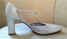 BANDOLINO T-STRAP HEELS in SOFT PEARLY GRAY LEATHER. INCREDIBLY COMFORTABLE.