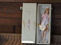 2005 Barbie WAITRESS   Fashion Model GOLD LABEL Silkstone Mattel #J8763