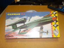 VINTAGE [1958] HAWK GERMAN V-1 TERROR WEAPON  W REPRO DECALS