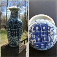 ANTIQUE CHINESE BLUE AND WHITE PORCELAIN INK BOX/Vase