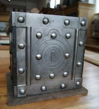 *+ Sehr kleiner antiker Tresor Kriegskasse Eisentruhe genietet antique safe +*