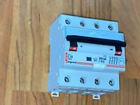 Disjoncteur differentiel 10A  C10 Legrand 07975  4p  300ma AC , triphasé 380V