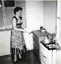 170219# FOTO MODE, FRAU AM HERD 1956