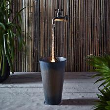 Wasserhahn mit LED Wasserstrahloptik Zink Eimer Garten Dekoration Strom Brunnen