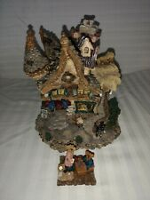 Boyd's Bearly Built Village, #19023 Mr. Pennypincher's Collectible Shoppe