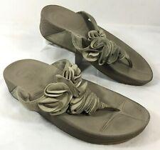 GUC Women's FitFlop FROU Ruffle top Flip Flops Beige Suede leather Sz 7