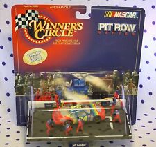 1998 Winners Circle Pit Row Series #24 Jeff Gordon Rainbow Dupont Chevrolet Crew