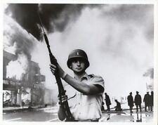1967 NATIONAL GUARDSMAN PATROLS DETROIT, MICH., INTERSECTION SUMMER RIOTS PHOTO